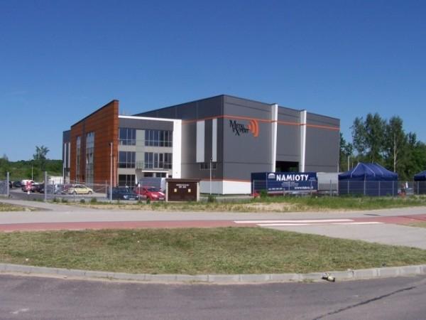 Budynek-hali-produkcyjnej-z-czci-biurow-7